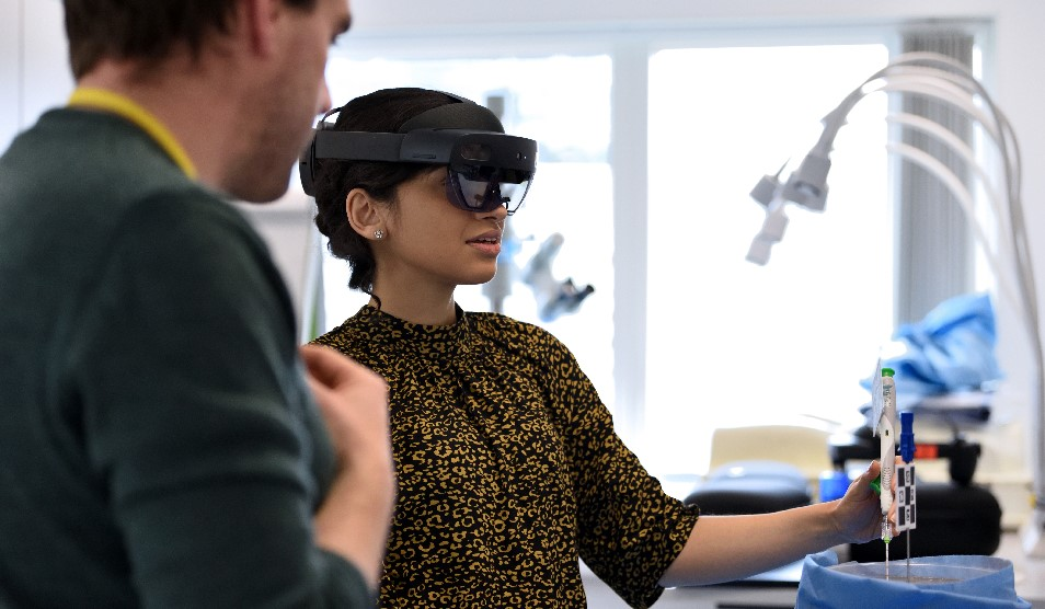 trainee radiologist using mixed reality